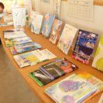 メディアコスモスで小中学生の教科書が展示されています