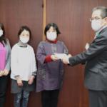 新日本婦人の会が選択的夫婦別姓の導入の意見書の請願を提出。3月4日、午後。